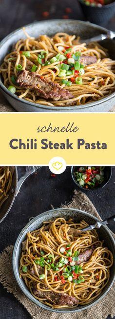 Du brauchst nur wenige Zutaten und gerade mal 25 Minuten Zeit und schon servierst du eine feurig, deftige Pasta-Pfanne mit saftigem Steak.