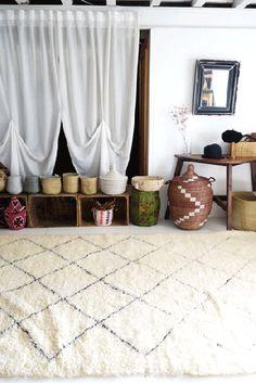 モロッコラグ ボ・シャルウィットの専門店。アンティークのボ・シャルウィットと、オリジナルのマットサイズのボ・シャルウィットも制作しています