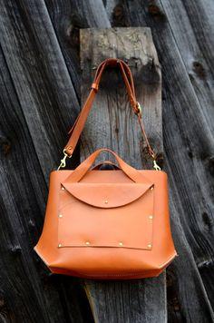 Handmade Medium Leather Tote Bag por FarrellandCompany en Etsy, $338.00