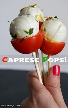 Finger food mania: i caprese pops! Finger Food Appetizers, Finger Foods, Appetizer Recipes, Cute Food, Good Food, Yummy Food, Brunch, Italy Food, Cooking Recipes