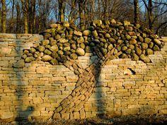 De Droge Steen Müür van der Boom sterven Liefde Gebouwd in canada bouwde een man dit als nagedachtenis voor zijn gestorven vrouw. Normaliter plant men een boom als nagedachtenis...