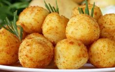 Delicious russet potatoes combined with shredded cheese, butter and egg make these wonderfully delicious Crispy Potato Bites. These Potato Bites are always a brunch favorite. Healthy Soup Recipes, Veggie Recipes, Appetizer Recipes, Great Recipes, Snack Recipes, Cooking Recipes, Favorite Recipes, Snacks, Appetizers