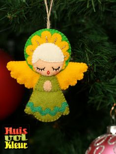 Such a cute felt angel decoration for the tree Angel Crafts, Christmas Projects, Felt Crafts, Holiday Crafts, Diy And Crafts, Christmas Ideas, Felt Christmas Decorations, Felt Christmas Ornaments, Christmas Angels