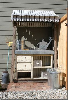 Garden bench / potting shed