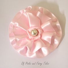 Of Pinks and Fairy Tales: Satin and Tulle Flower Tutorial Ribbon Rosettes, Satin Ribbon Flowers, Organza Flowers, Diy Ribbon, Fabric Ribbon, Ribbon Crafts, Flower Crafts, Fabric Flowers, Paper Flowers