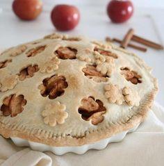 On adore cette parfaite tarte aux pommes de @ehvegan! <3 C'est notre inspiration #fraichementpresse du jour! #cookingwithlove #homemade #vegan #applepie #apple #pie #automne #lovefood #cooking #cookingwithlove #comfortfood #foodblogger #fall #mtlblogger