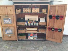 you got a wooden shed that you could turn into a mark making shed? This would create a fantastic mark making areas outside Eyfs Classroom, Outdoor Classroom, Outdoor School, Outdoor Learning Spaces, Outdoor Play Areas, Eyfs Outdoor Area Ideas, Outdoor Activities, Art Area Eyfs, Transformers