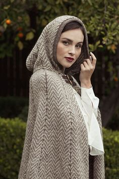 Long Hooded Cape Knitting Pattern Photocopy Ladies /'Bobble Textured/' Cape-Coat