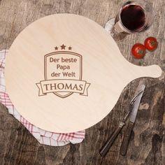 Das Pizzabrett mit Gravur ist eine tolle Geschenkidee zum Vatertag oder auch einfach so, um Deinem Pizza liebenden Papa eine Freude zu machen. via: www.monsterzeug.de