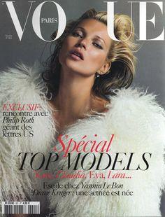 Cover with Kate Moss October 2009 of FR based magazine Vogue Paris from Condé Nast Publications including details. Vogue Magazine Covers, Fashion Magazine Cover, Fashion Cover, Vogue Covers, Vogue Paris, Vogue Uk, Yasmin Le Bon, Diane Kruger, Vogue Vintage