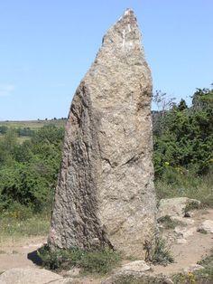 Dolmens et menhirs des Pyrénées-Orientales San Salvador, Half Dome, Mount Rushmore, Mountains, Travel, Tumbled Stones, Viajes, Destinations, Traveling