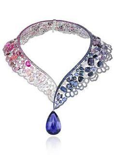 O colar inspirado na princesa Bela, de 'A Bela e a Fera', tem safiras azuis e rosa, ametistas e diamantes. A joalheria suíça Chopard assina a coleção Foto: Divulgação