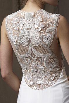 Vestidos de noiva com costas bordadas #lelarose #casarcomgosto