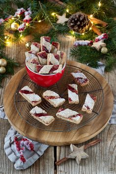 Zwickerbusserl - Non Plus Ultra - Weihnachtskekse - Sweets & Lifestyle® Southern Christmas, Merry Christmas And Happy New Year, Christmas Desserts, Christmas Baking, Christmas Recipes, Christmas Food Photography, Biscuits, Xmas Wreaths, Christmas Wood