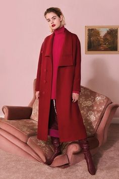 View the full Stella McCartney Pre-Fall 2017 collection.