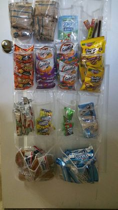 Shoe organizer on pantry door with lunch snacks for kids to easily grab. Shoe organizer on pantry do Breakfast Station, Snack Station, Picky Toddler Meals, Kids Meals, Toddler Snacks, Summer Snacks, Lunch Snacks, Recipe Organization, Pantry Organization