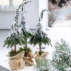 Fordi det begynner å nærme seg?, har jeg samlet litt jule inspirasjon som j… Because it is getting closer?, I have gathered some Christmas inspiration that I have created over the past few years. Little Christmas Trees, Natural Christmas, Rustic Christmas, Simple Christmas, Winter Christmas, Christmas Home, Magical Christmas, Easy Christmas Decorations, Christmas Wreaths