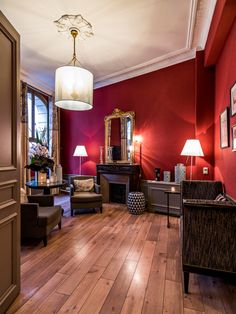 A cosy place an interview? Ask #LouisonHotel and book the LOBBY