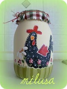 Love this rooster pattern Bottle Painting, Bottle Art, Mason Jar Crafts, Bottle Crafts, Chicken Crafts, Diy Y Manualidades, Jar Art, Painted Mason Jars, Painted Bottles