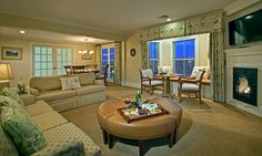 comfortable and luxurious suites at Mountain View Grand Resort in Whitefield, NH - ResortsandLodges.com #travel #vacation