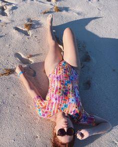 """44 curtidas, 1 comentários - Deborah Ricardo 👓❤🍫📷 (@deborah_ricardo) no Instagram: """"Ahhh esse mar essa areia ótima da ficar a milanesa😂😂😂😂😂 . . . . . . #beach #sun #nature #water…"""""""