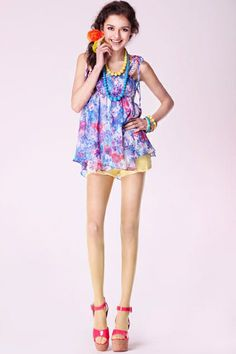 T-shirt made of chiffon, featuring round neck, sleeveless styling, irregular hemline, flower print to main, all in loose fit.