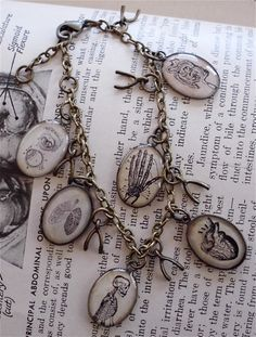 The Anatomy Book - Anatomy Charm Bracelet - Antique Anatomical Print Charm Bracelet in Brass - Anatomical Heart Steampunk Witch, Bracelet Antique, Science Jewelry, Piercings, Lunge, Heart And Lungs, Anatomical Heart, Skull Earrings, Bronze