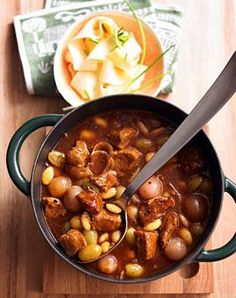 Rezept: Kalbsragout mit Trauben und Mandeln - [LIVING AT HOME]