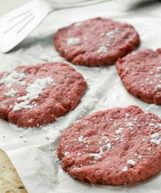 Meatpatties with beetroot / Lindströmin pihvit hirvenlihasta, resepti – Ruoka. Warm Dining Room, La Eats, French Bistro, I Want To Eat, Beetroot, Healthy Recipes, Healthy Food, Food Inspiration, Steak