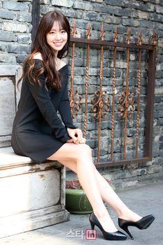 セヨンちゃん❤️ Korean Beauty, Asian Beauty, Leg Thigh, Girls In Mini Skirts, Asian Celebrities, Office Ladies, Itachi, Girl Photography, Kpop Girls