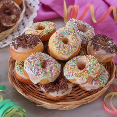 Vanilla Donut Recipes, Cupcake Recipes, Cupcake Cakes, Donut Maker, Pretty Birthday Cakes, Homemade Donuts, Biscotti, Pain, Yummy Cakes