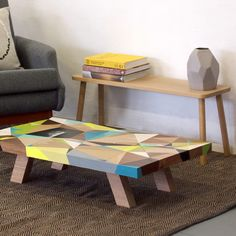 Graffiti Coffee Table - The Australian artist Vans the Omega offers us discover his customised coffee table in collaboration with East Editions. Limited to 4 copies all already sold, table model offers a simple, colourful design and plays with talent on geometric shapes.