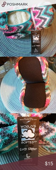 Worlds Softest Women/'s Slippers Charleston Design Pink Multi-Color Small New