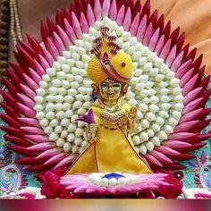 Janmashtami Decoration Ideas Home Diy Housewarming Decorations, Diy Diwali Decorations, Festival Decorations, Flower Decorations, Gauri Decoration, Decoration For Ganpati, Krishna Birthday, Home Deco, Ganesha Rangoli