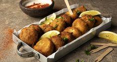 Πατατοκεφτέδες από τον Άκη Πετρετζίκη. Φτιάξτε ένα πεντανόστιμο ορεκτικό με πατάτες, φέτα και μυρωδικά! Ιδανικοί για κάθε οικογενειακό τραπέζι!