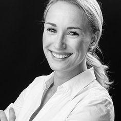 Application photos & career photos - All About Business Portrait, Corporate Portrait, Business Headshots, Headshot Poses, Headshot Photography, Photography Tips, Female Poses, Female Portrait, Cv Picture