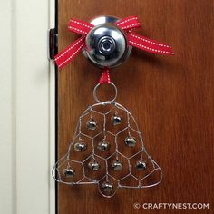 Chicken Wire Jingle Bell Ornament - This Christmas ornament craft is sure to make some noise! Upcycle a small piece of chicken wire for this craft. Christmas Bells, Rustic Christmas, Christmas Decorations, Christmas Ornaments, Christmas Tree, Outdoor Christmas, Office Christmas Gifts, Christmas Projects, Chicken Wire Crafts