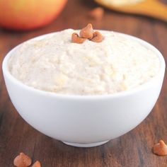These protein-packed overnight oats taste like apple pie! Just 5 healthy ingredients!