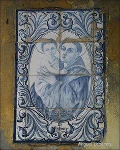 S. António - Azulejo no largo de Nossa Senhora das Febres
