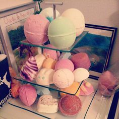 I should totally have a stand for all my LUSH products ;)