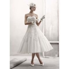 Gorgeous in photos and in person. I love this whole look, especially the gloves and birdcage veil!