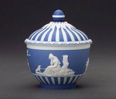 Coloured stoneware (jasperware), height 11,3 cm. Museum of Fine Arts, Boston