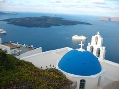 View over an orthodox church onto the Santorini volcano. Santorini Tours, Santorini Sunset, Santorini Travel, Santorini Island, Santorini Greece, Greece Travel, Oh The Places You'll Go, Cool Places To Visit, Greece Tours