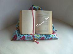 Kissen - Buchstütze , Tabletstütze, Lesekissen - ein Designerstück von Dreams-Art bei DaWanda