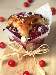 Every Cake You Bake: Brioszki ze śliwkami Prune, Camembert Cheese, Sweet Tooth, Yummy Food, Baking, Cake, Pierogi, Food Photography, Kitchens