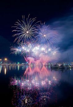Gorgeous Photographs of Fireworks Reflected in Water