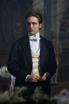 Robert Pattinson aka Georges Duroy