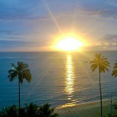 Acorda pra vida rapá!  Vamos viajar!! #solzao #casal #mochileiros #praia #mar #milgraus #positividade by nossastrip