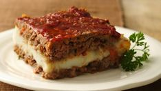 Gluten Free Mashed Potato Stuffed Meat Loaf Squares - Sandwich mashed potatoes in between meat loaf for a great gluten-free main dish, using Chex® cereal. Easy and tasty! Meatloaf Recipes, Meat Recipes, Gluten Free Recipes, Cooking Recipes, Beef Dishes, Food Dishes, Quiches, Meat Loaf, Comfort Food