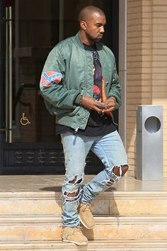 Kanye West: Wearing a confederate flag patch on his jacket sleeve to be bold like always Kanye West Outfits, Kanye West Style, Ropa Kanye West, Kanye West Fashion, Fashion Killa, Fashion News, Mens Fashion, Dope Fashion, Fashion Sale